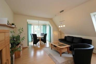Sitzgruppe mit Schlaffunktion für 2 weitere Personen im Wohnraum