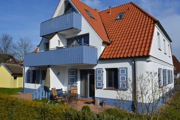 Die sonnige Süd-West-Terrasse mit reichlich Abstand zum Nachbarn - in Zingst ist das schon etwas besonderes!