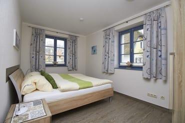 Die Fenster verfügen über Plisses für den Sichtschutz, voll verdunkelnde Vorhänge und natürlich Insektenschutznetze!