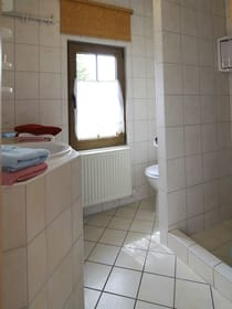 Bad im EG mit Dusche und WC