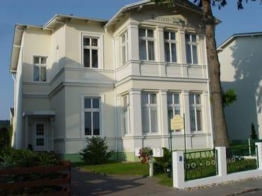 Haupthaus von der Bergstraße