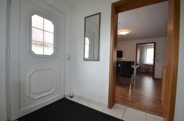 Diele / Eingangsbereich mit Blick zum WZ