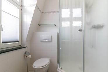 Badbereich mit Dusche & WC