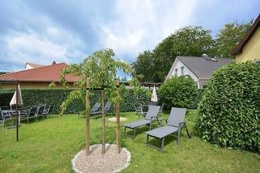 Highlight ist der große Garten zur gemeinschaftlichen Nutzung. Dort warten auf Sie eine sonnige Sitzecke mit Südwestausrichtung sowie Relaxliegen u. eine überdachte Grillstation.