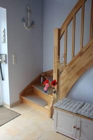 Hauseingangsflur mit Treppe ins OG