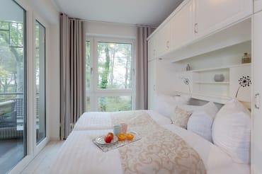 Dank eines bequemen Doppelbettes (160 x 200cm / zwei getrennte Matratzen) im Schlafzimmer .. starten Sie ausgeruht in einen neuen Urlaubstag.
