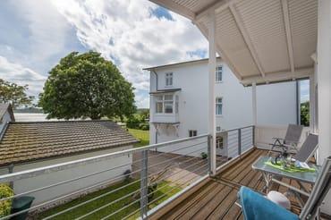 Seeblick-Balkon vom Wohnzimmer aus begehbar im 1. OG.