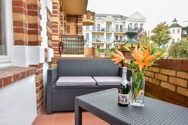 Balkon mit Sitzgelegenheit
