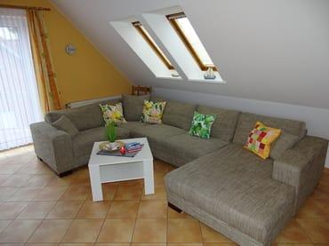 Modern und offen gestaltetes Wohnzimmer