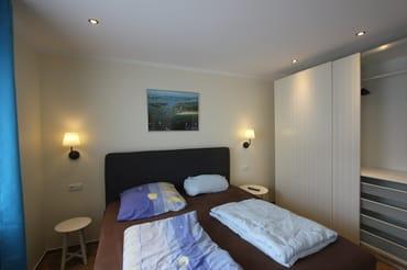 Schlafzimmer mit Boxspringbett 1,80x2,00m