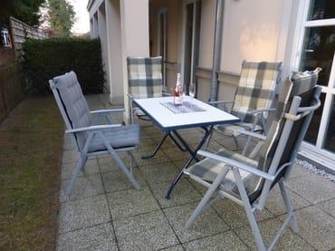 Sonnenterrasse mit hochwertigen Sitzmöbeln