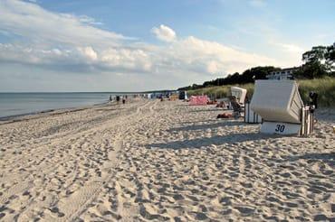 Der 150 m entfernte Strand mit Blick Richtung Glowe
