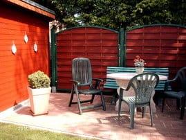 gemütliche Sitzecke im Garten-ein Grill steht zur Verfügung