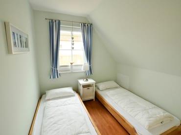 Zwei stapelbare Einzelbetten im 2. kleinen Schlafzimmer