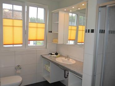 Bad/WC mit Dusche im Obergeschoß