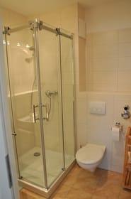 Bad: Dusche, WC, Fön, Fußbodenheizung