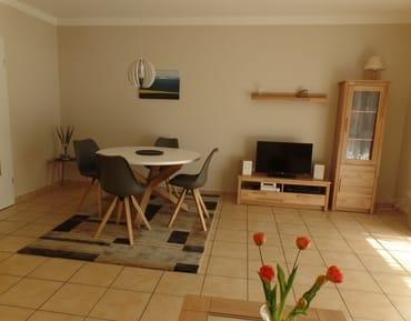 Wohnzimmer mit TV,DVD,Hifi-Anlage