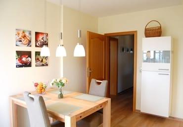 Küche mit großzügigem Eßplatz