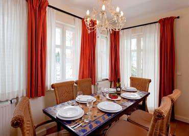 Das Drei-Zimmer-Appartement befindet sich im Erdgeschoss der Villa San Remo ...