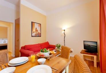 Das gemütliche und zugleich helle 2-Raum-Appartement Nr. 6  der Villa San Remo mit einer Größe von 33 m² befindet sich im 1. Obergeschoss und bietet ausreichend Platz für einen erholsamen Urlaub.