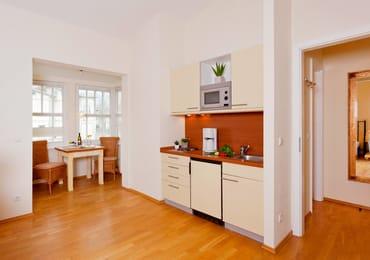 Die gut ausgestattet Küchenzeile ist mit Allem bestückt, was Sie für die Zubereitung Ihrer Lieblingsspeisen benötigen