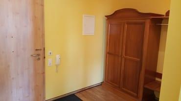 Flur und Eingangstür