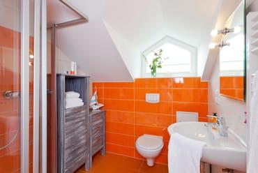 ... das zweite Badezimmer des Appartements verfügt über Dusche, WC und einem Handtuchheizkörper..