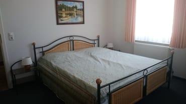 Das zweite Schlafzimmer mit Doppelbett