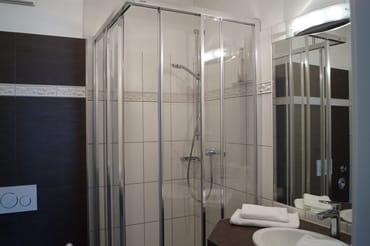 Hochwertige und neue Armaturen im Badezimmer