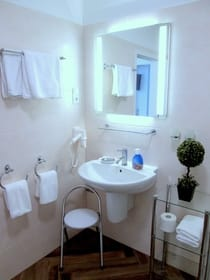 Nochmal Bad  - allergikerfreundlich wie die gesamte Wohnung : Fliesenboden in Holzoptik