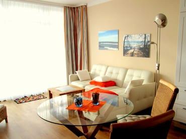 Wohnraum: gemütliches Sofa.