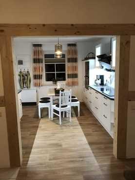 Sehr hochwertig ausgestattete Küche mit Geschirrspüler, Microwelle, Induktionsherd, Gefrier- Kühlkombination.