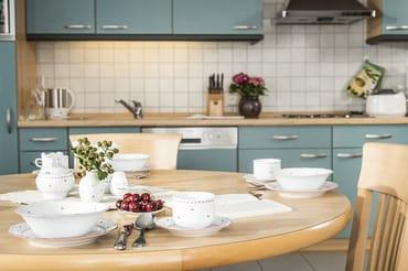 Offener Küchenbereich mit Essplatz