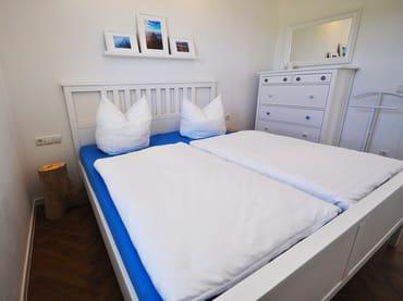 Schlafzimmer (180cmx200cm Bett)