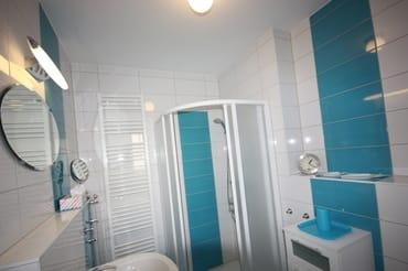 Tageslichbad mit Dusch und Handtuchwürmer