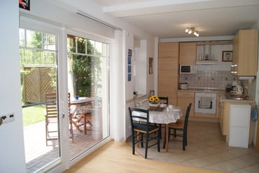 Terrasse mit Küche.