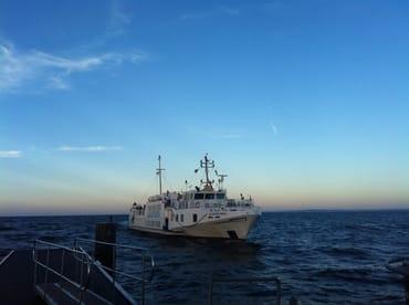 """u.a. mit dem Ausflugschiff """"Adler Vineta """" nach Swinemünde (Polen) reisen."""