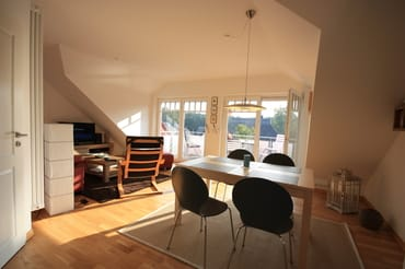 Wohnbereich mit untergehender Sonne