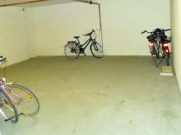 Abstellraum für Fahrräder, Surfbretter usw. im Keller