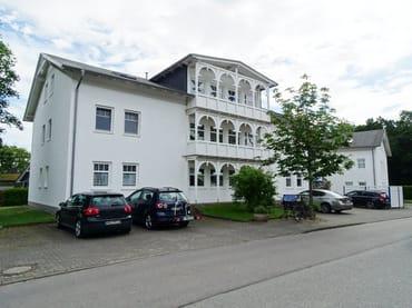1 Parkplatz je Wohnung auf dem Gelände der Ferienanlage