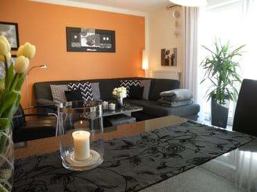 Gemütliches Sofa mit Decken und Kissen für entspannte Stunden! Wlan inkl.