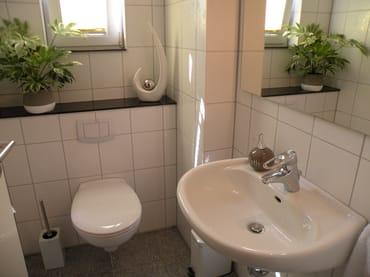 Extra Gäste-WC im Erdgeschoß erspart tagsüber das Treppensteigen!