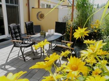 Unsere Terrasse ist im Sommer herrlich eingewachsen!