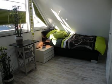 Giebelzimmer im 2. OG mit zwei Boxspringbetten, TV, Einbauschrank und Ostseeblick!