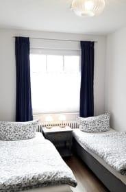 Zweites Schlafzimmer mit zwei Einzelbetten 80 x 200