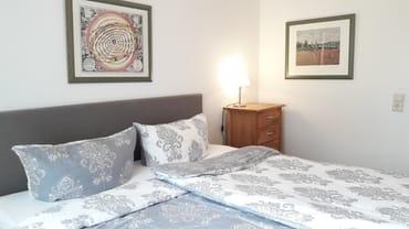 Erstes Schlafzimmer mit Boxspring-Doppelbett 180 x 200