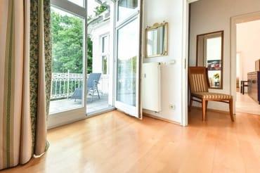 Schlafzimmer 2 mit Balkon 2