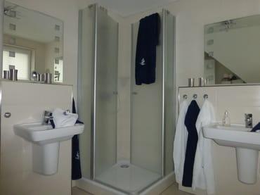 1. Etage, Bad mit Dusche