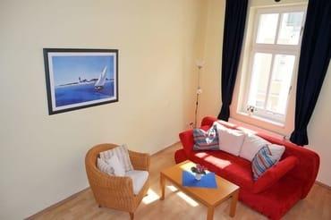 Wohnzimmer mit seitlichem Seeblick.. nur direkt am Fenster, in allen Zimmern W-LAN - Empfang kostenlos