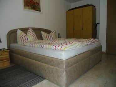 Doppelbett mit Komforthöhe